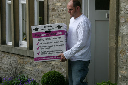 Removals in action - Uppermill